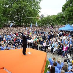 VISBY 2014-07-03 Statsminister Fredrik Reinfeldt under sitt tal i Almedalen pModeraternas dag under politikerveckan i Visby. Foto: Henrik Montgomery / TT / kod: 10060